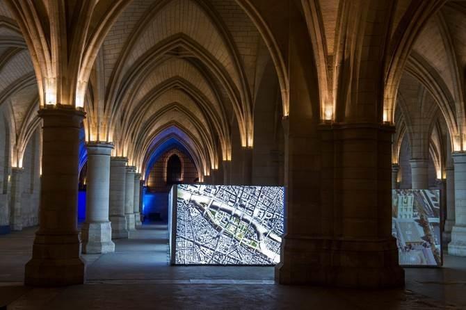 expand_backlit_fabric_at_paris_exhibition_2