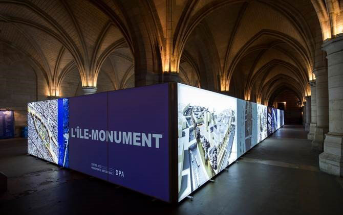 expand_backlit_fabric_at_paris_exhibition_header
