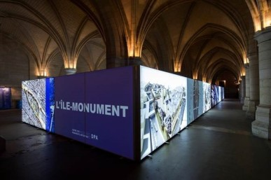 Expand_Backlit_Fabric_at_Paris_Exhibition.jpg